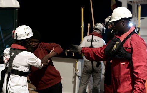 .Los rescatados fueron asistidos por trabajadores de distintas ONGs