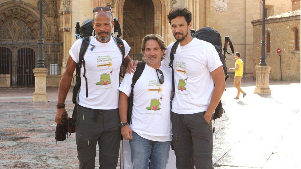 Stany Coppet, junto a su preparador físico y Javier Borgán, padre de Mario y presidente de la Fundación.