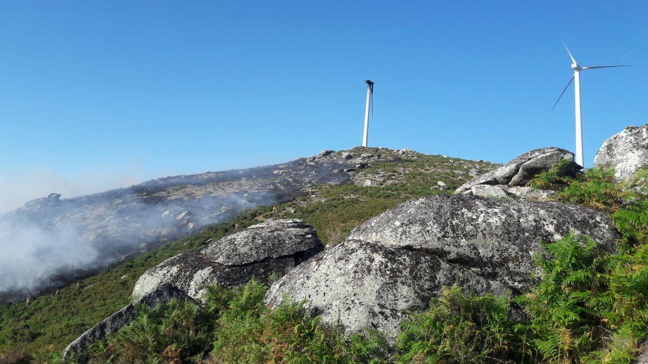 Un fallo en un aerogenerador provoca un incendio en Covelo.