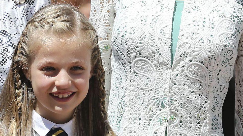 .Tras la ceremonia, Leonor declaró a los periodistas que estaba «muy nerviosa» y que iba a celebrarlo después «en casa».