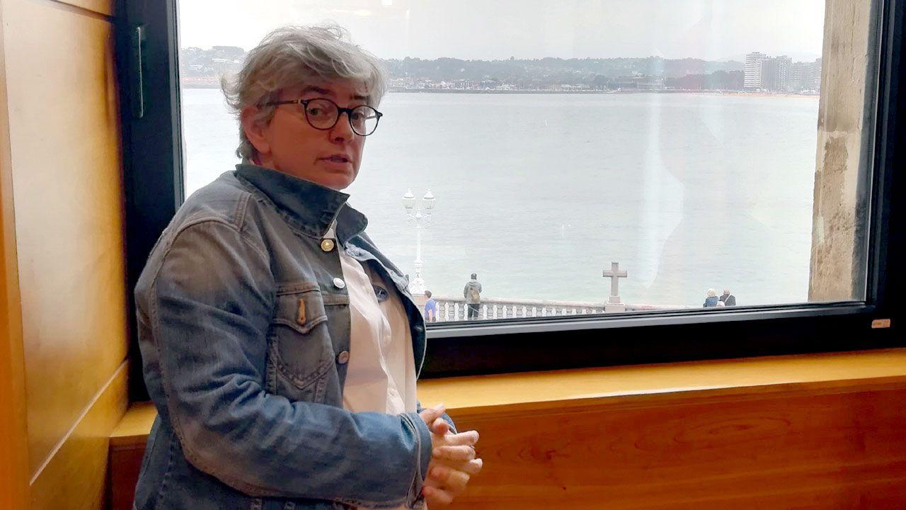 Explosivos contra la velutina.Ana González, en su primer día en el despacho de la alcaldía de Gijón