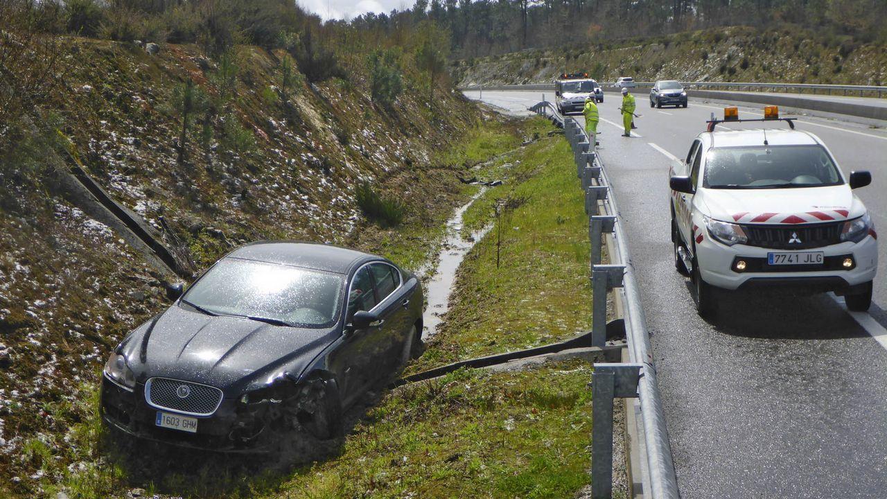 Accidente de tráfico múltiple en la AG-53, en el tramo Piñor - O Carballiño, a causa del granizo en la calzada..