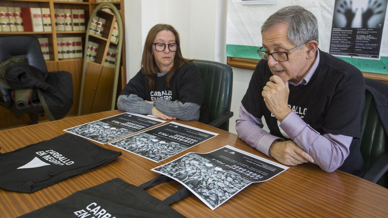 Los empresarios de Carballo se movilizan contra la violencia de género.Insua, alcalde de Corcubión