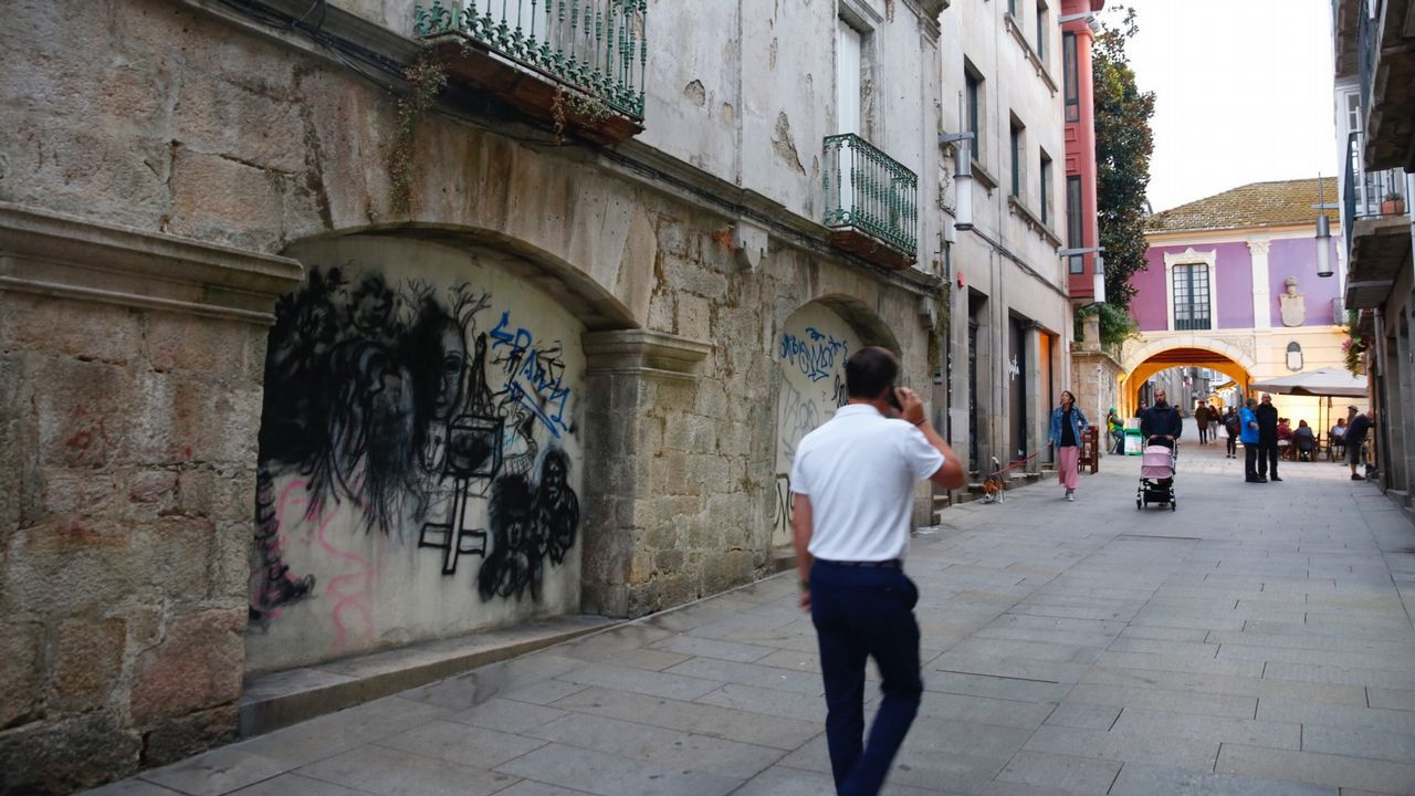Pintadas en la zona vieja de Pontevedra encontradas en septiembre del 2018