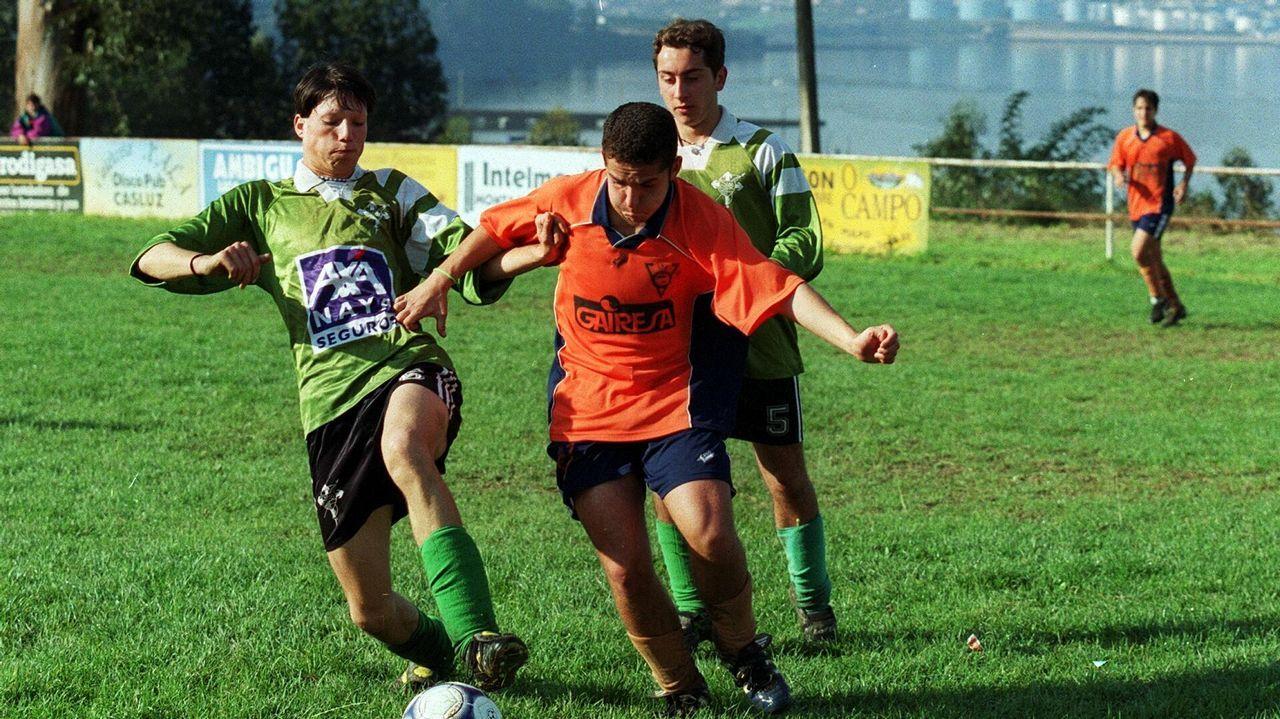 .Imagen de archivo de un encuentro de categoría juvenil entre el Barallobre y el Valdoviño disputado en el 2001