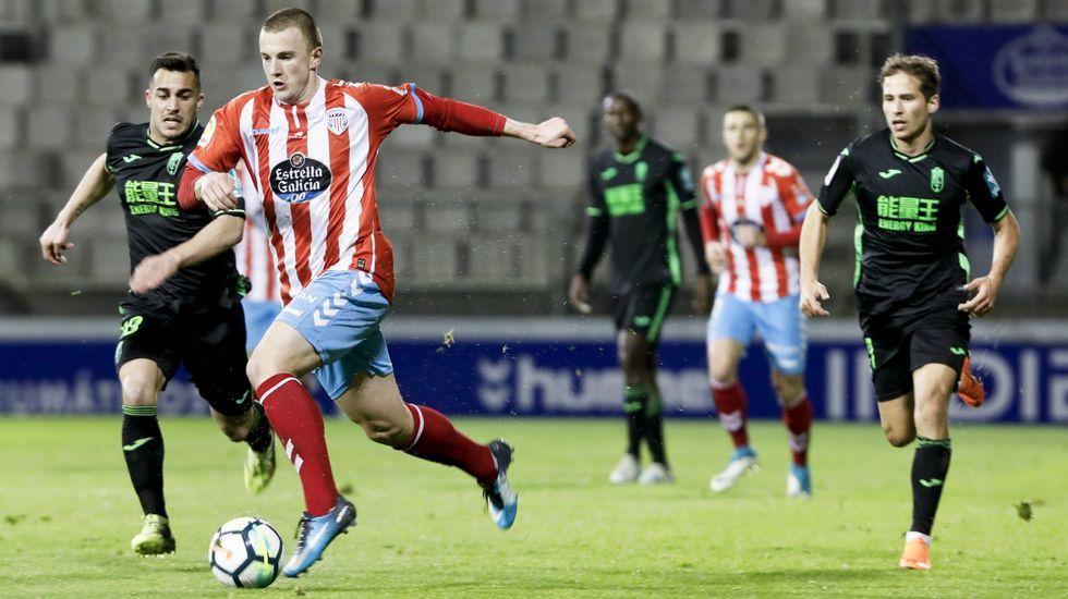 Cotugno Forlin Saul Berjon Requexon Real Oviedo.Cotugno, durante un entrenamiento con Forlin y Saul Berjon