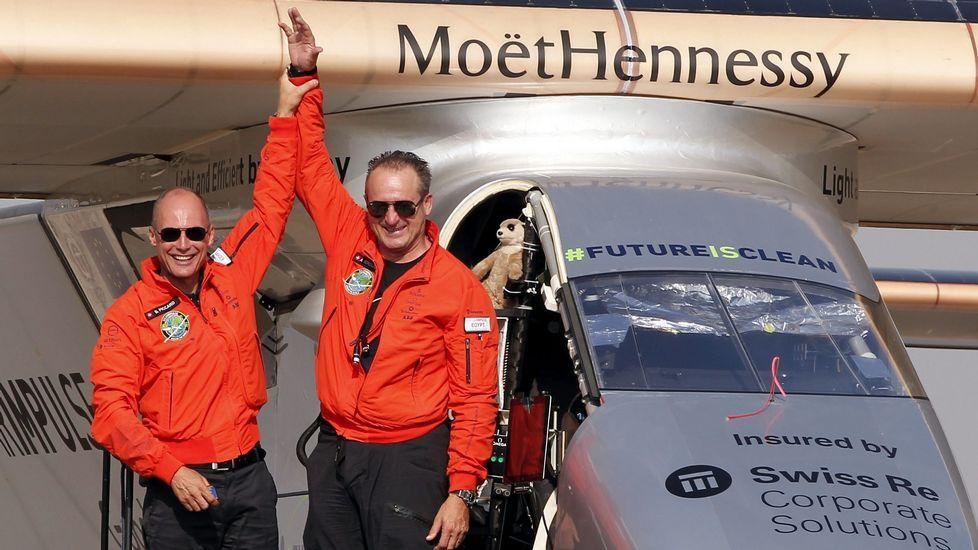 Los trabajos de Navantia, en imágenes.Los pilotos del Solar Impulse II, Bertrand Piccard y Andre Borschberg, de celebración después de conseguir aterrizar en El Cairo (Egipto) este miércoles