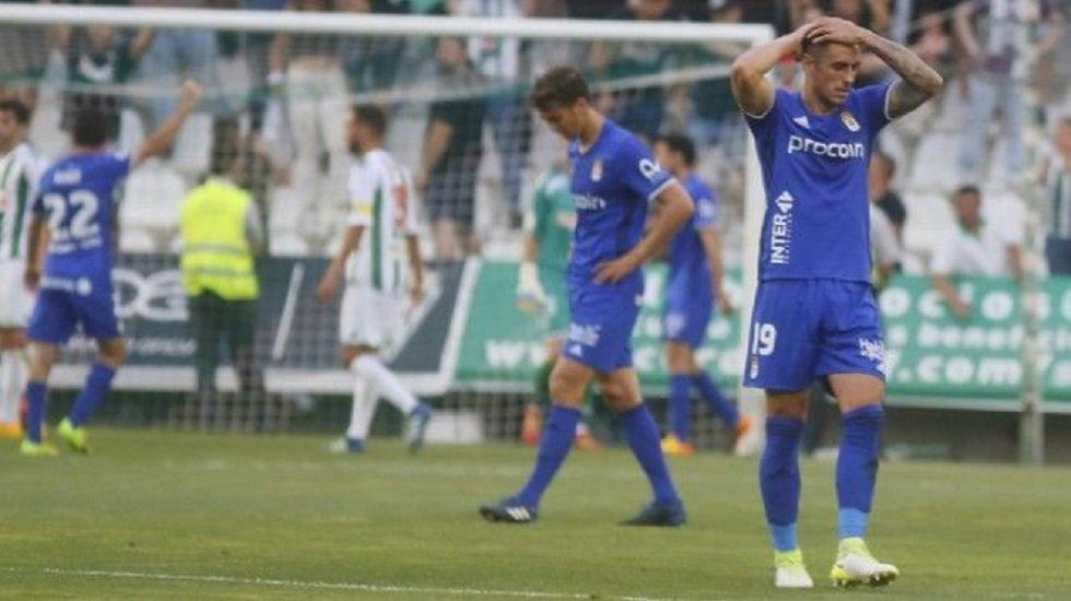 Real Oviedo David Costas Lucas Torro.Costas y Torro se lamentan durante el partido en El Arcangel