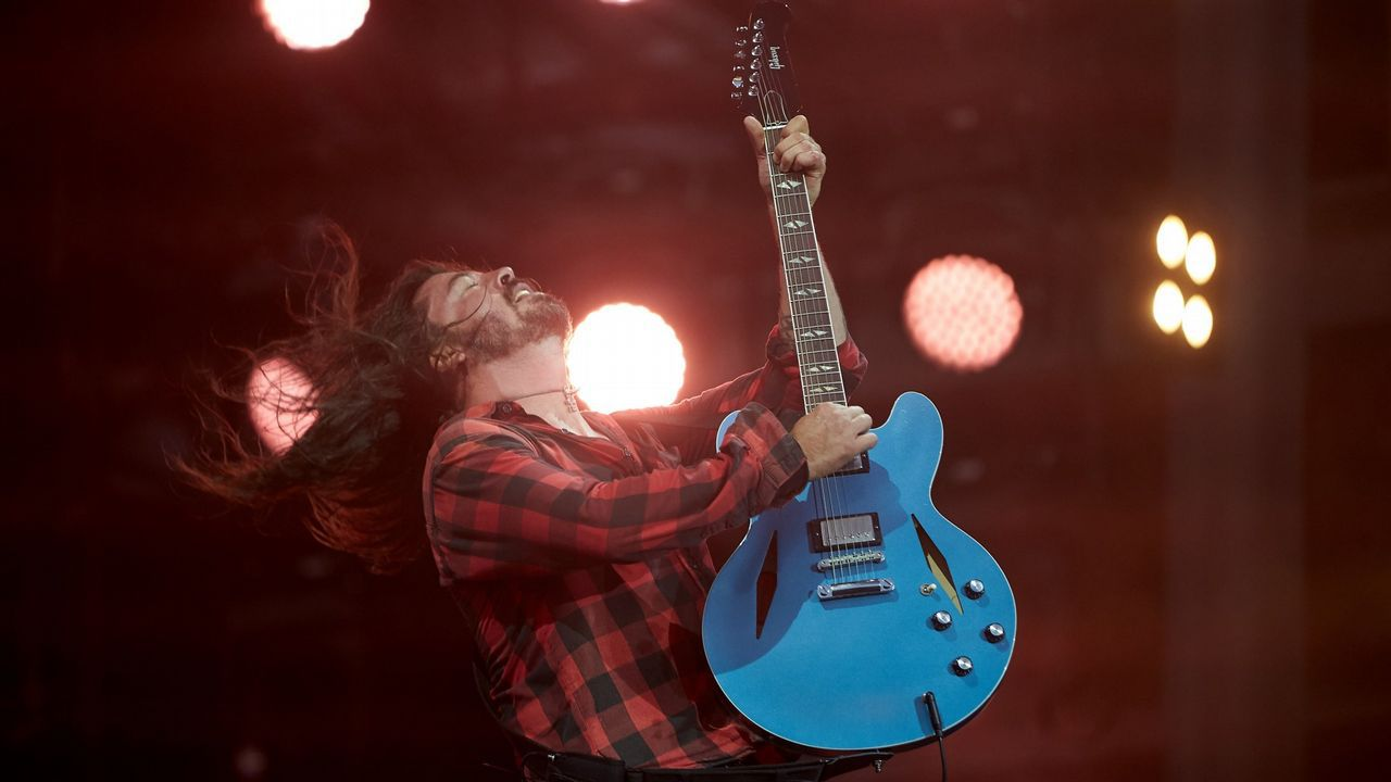 Dave Grohl, vocalista del Foo Fighters, durante show en Alemania