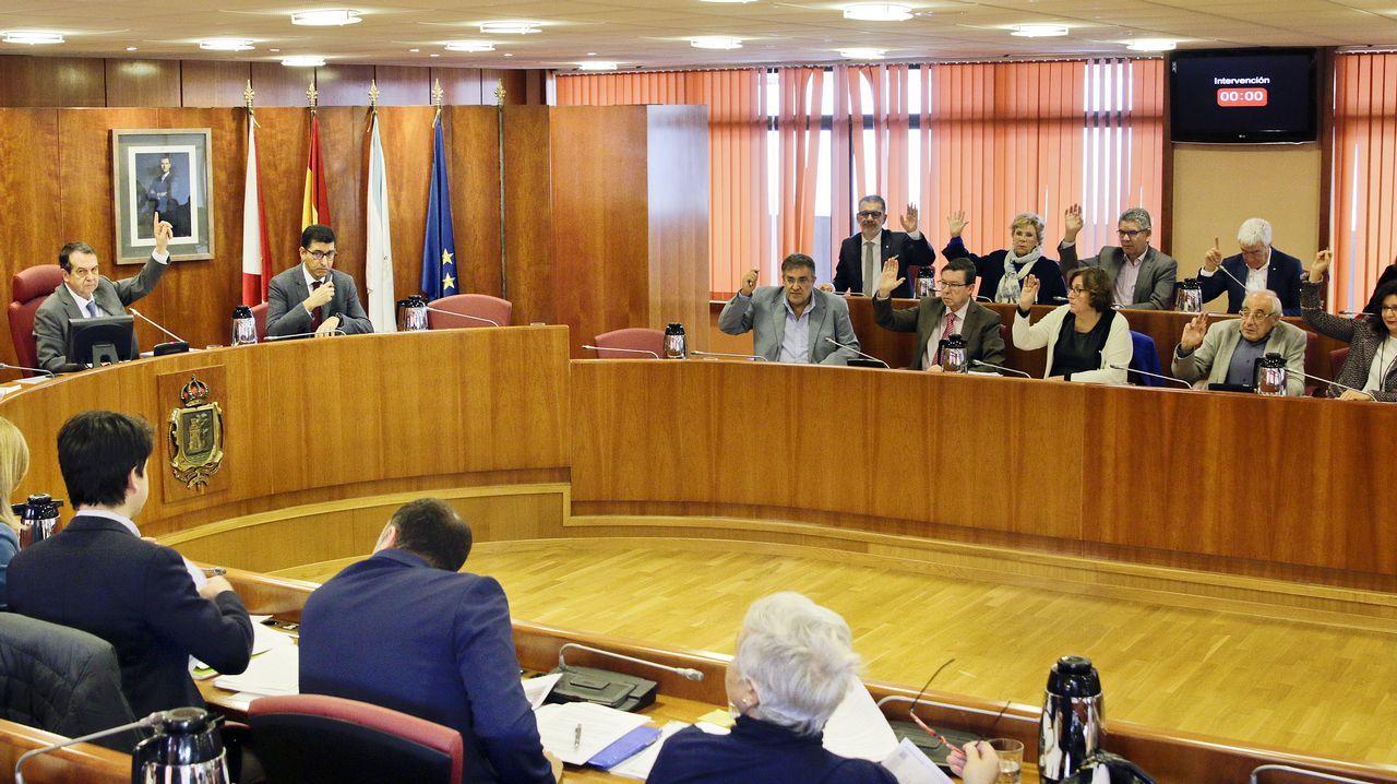 El pleno de Vigo debate sobre el aparcamiento del Cunqueiro y la ordenanza del IBI.El presidente de la Diputación de A Coruña agradeció el premio, en presencia de Carmen Calvo y Abel Caballero