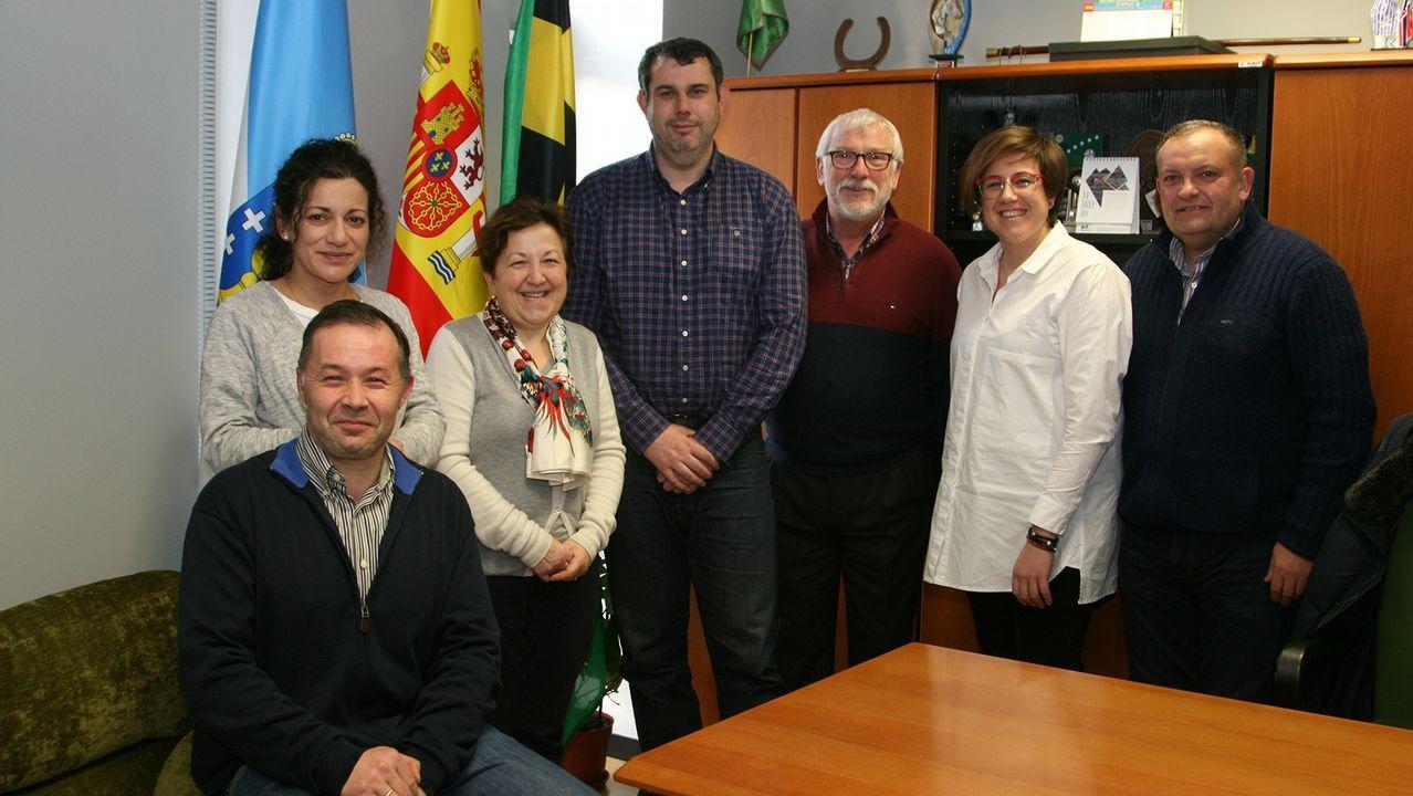 Monedero a Sáenz de Santamaría: «Me alegro de que os vayáis».Representantes de todas las administraciones de Gijón al Norte después de la firma del nuevo convenio del Plan de Vías