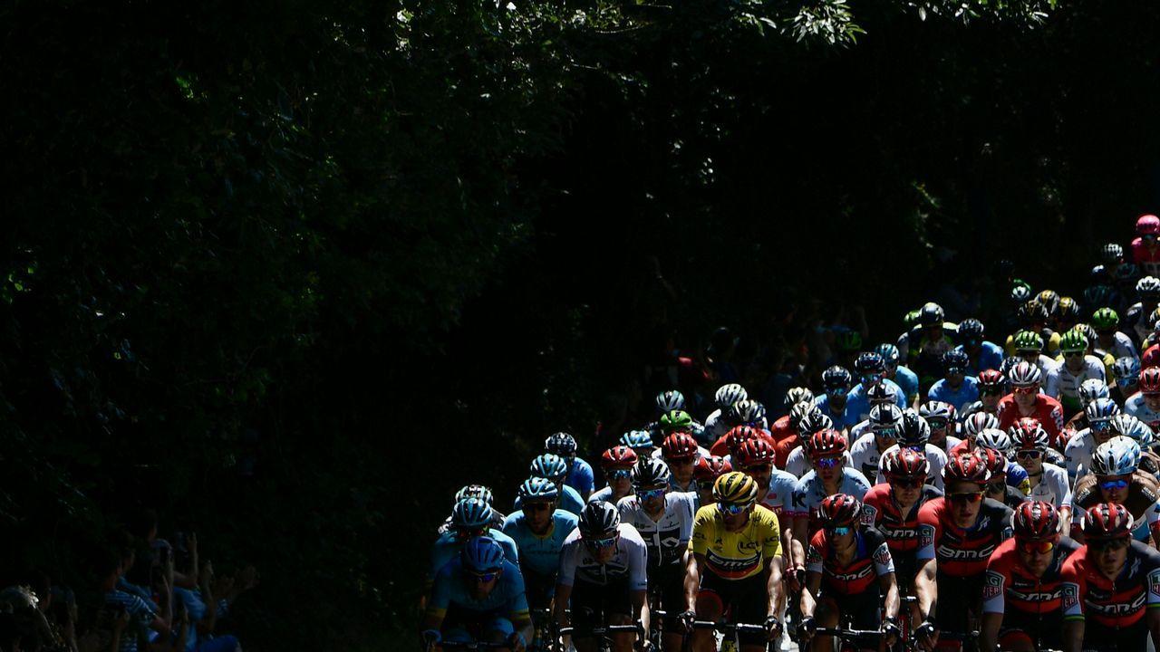 .Imagen del pelotón durante la etapa del Tour de Francia entre Lorient y Quimper