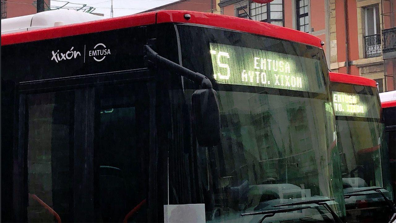 Logo y rotulación con el topónimo oficial Xixón en los nuevos autobuses de Emtusa