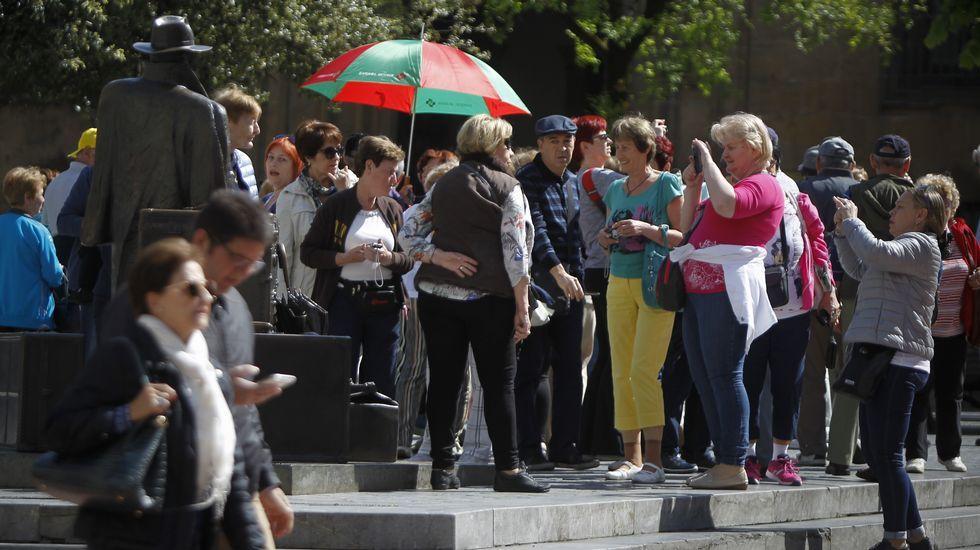 .Un grupo de turistas en Oviedo