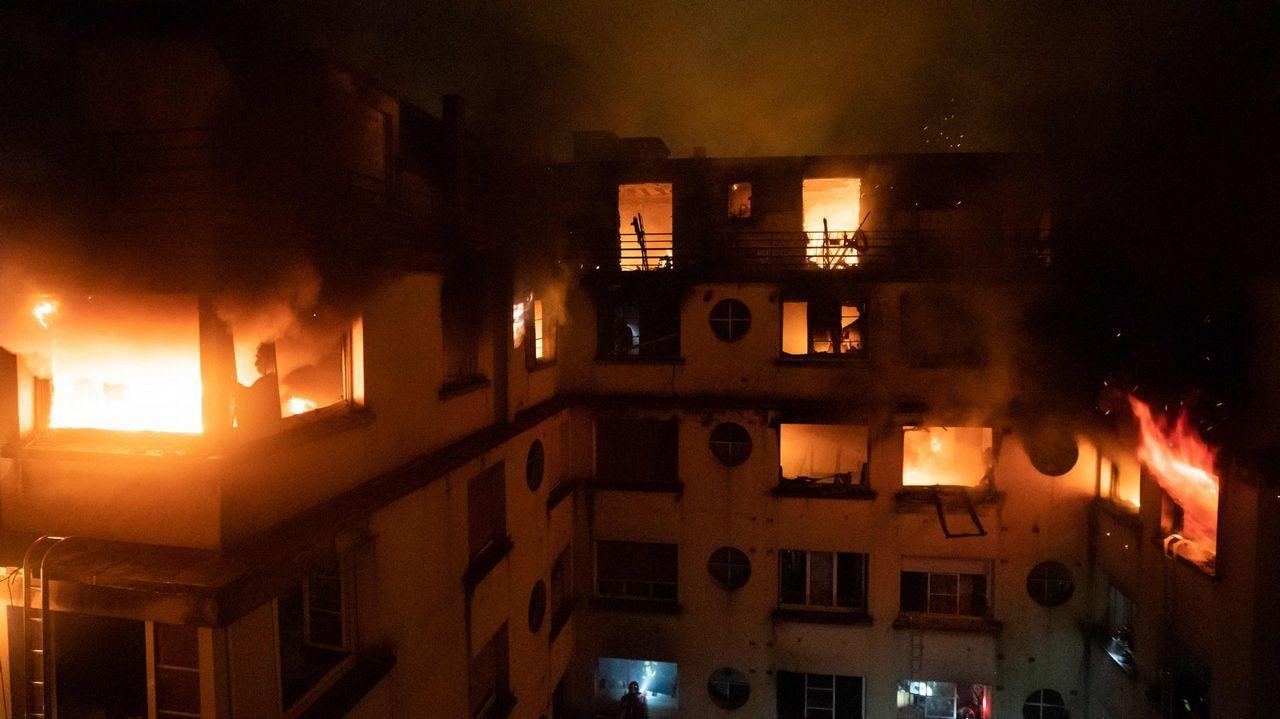 Al menos 10 muertos en el incendio de un edificio de viviendas en París.Aeropuerto de Asturias