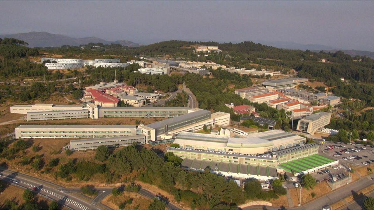 La universidad que navega en Ferrol.Alumnos realizan el examen de la EBAU, la actual selectividad, en un aula de la Universidad de Oviedo
