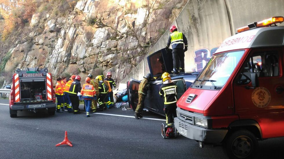 Accidente en la A-52 en el túnel de Alongos en Toén.