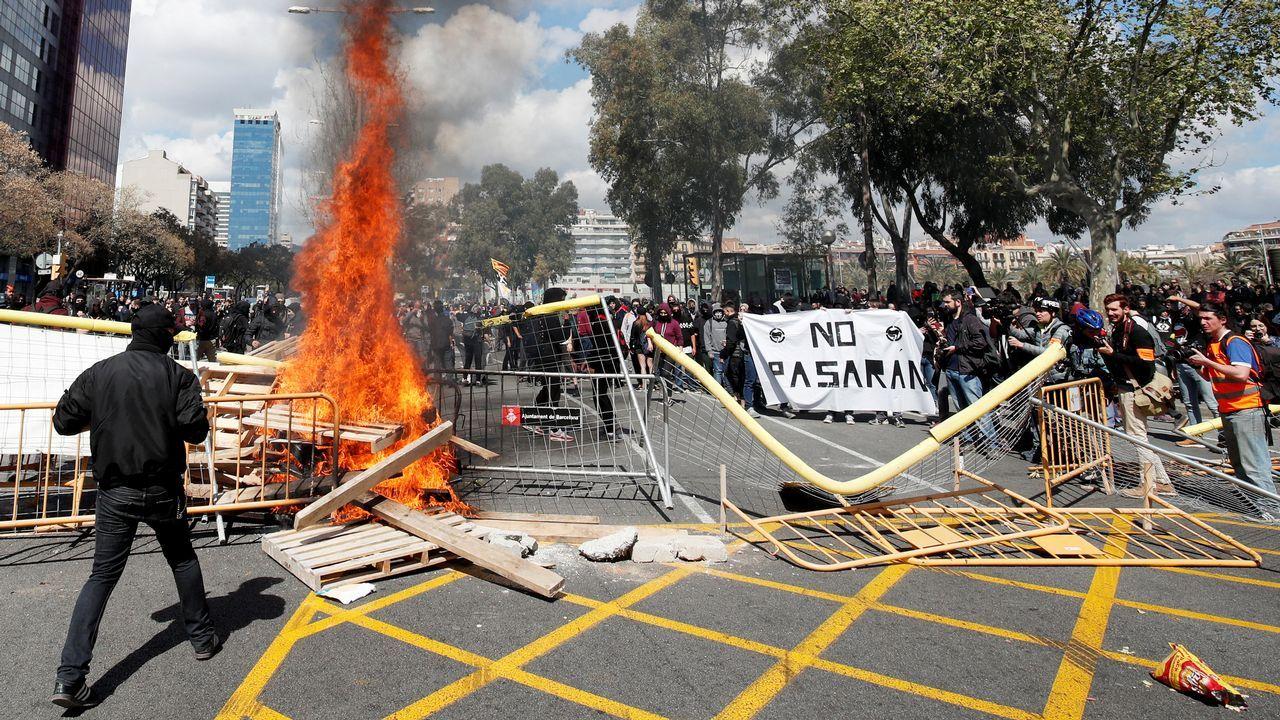 La concentración contra Vox acabó con incidentes.Vista del pleno del Parlamento de Cataluña, durante la sesión de este jueves