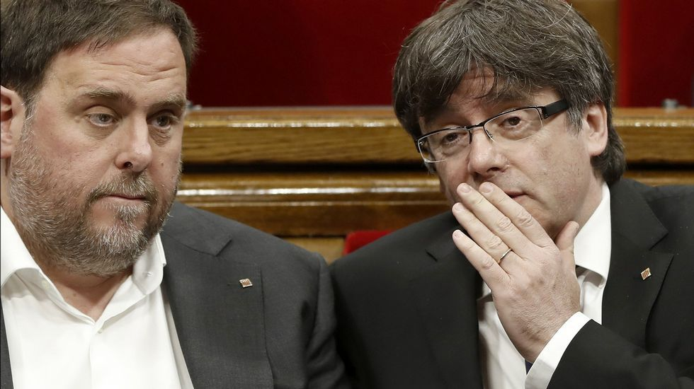 Esto es lo que han dicho los políticos sobre el 1-O.Puigdemont saluda esta mañana a Lluís Llach