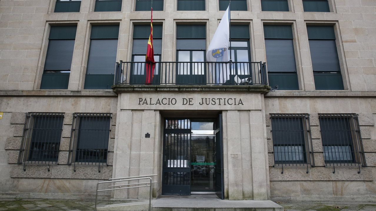 Cementerios singulares de Ourense.Tito Vázquez, durante una visita a Galicia