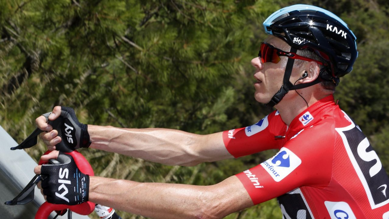 Alberto Contador se impone en el Angliru, en la Vuelta a España.Alberto Contador