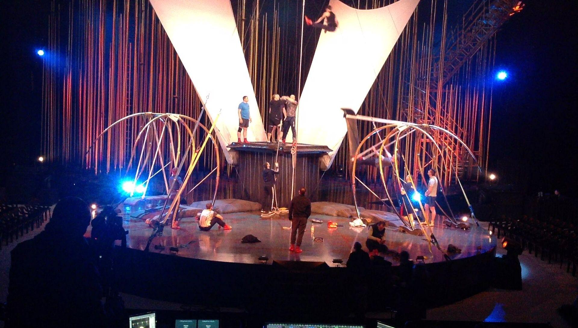 En las entrañas de «Varekai», el espectáculo con el que el Cirque du Soleil vuelve a Gijón.Un momento de «Varekai» del Cirque du Soleil en el Palacio de los Deportes de Gijón