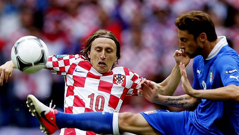 Mourinho: «¿Por qué no se habla de Varane?».Modric, ante Italia