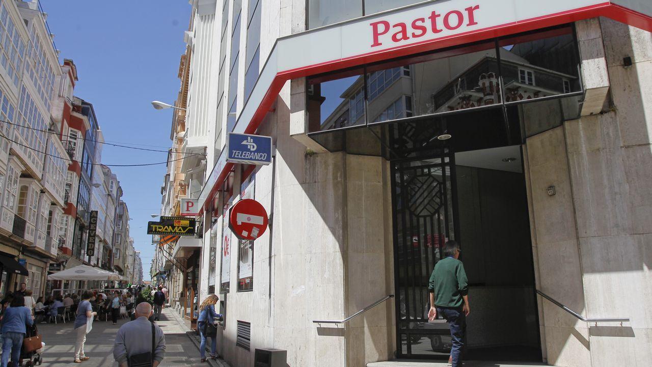 Javier Etcheverría de la Muela: «Me dio pena perder nuestra marca, pero me pudo más la cabeza que el corazón».Oficina del Banco Pastor en Ferrol