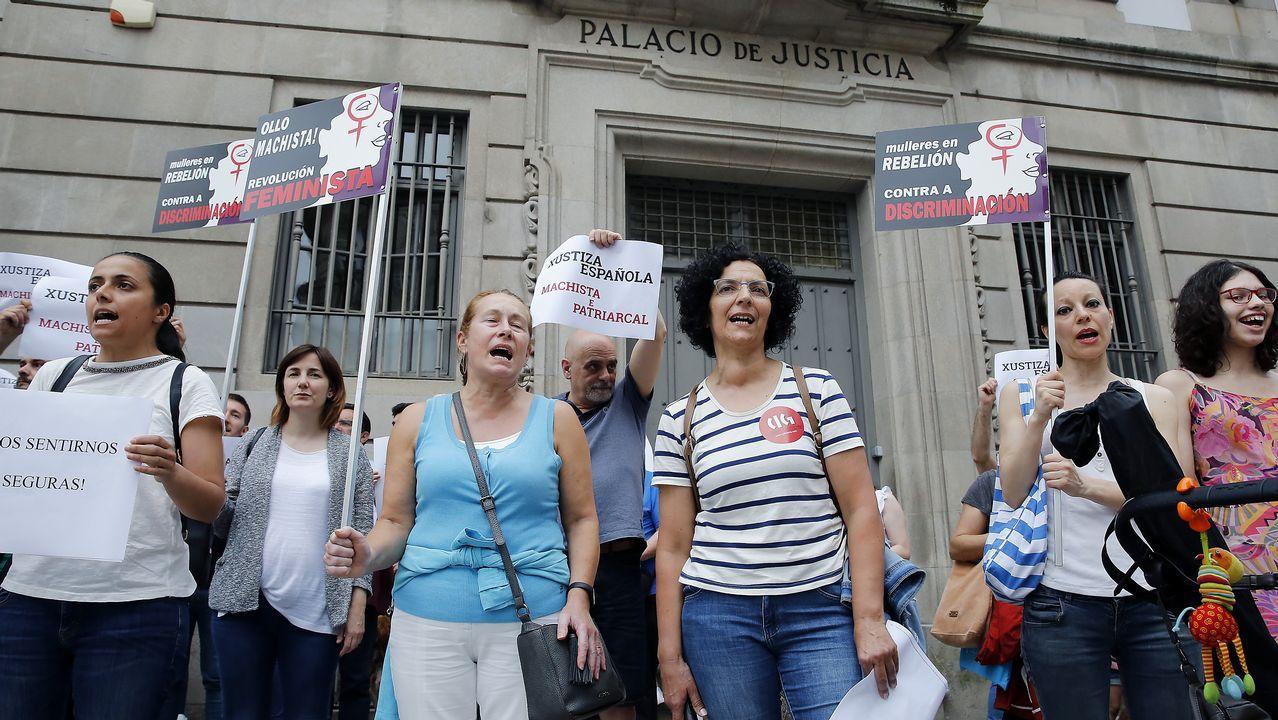 .Concentración ante la Audiencia Provincial de Pontevedra