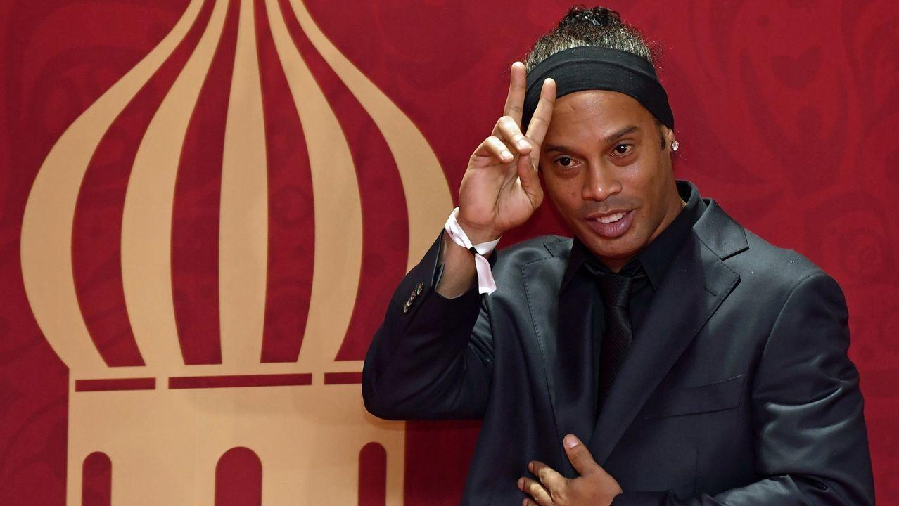 .Ronaldinho en el sorteo del Mundial en Rusia