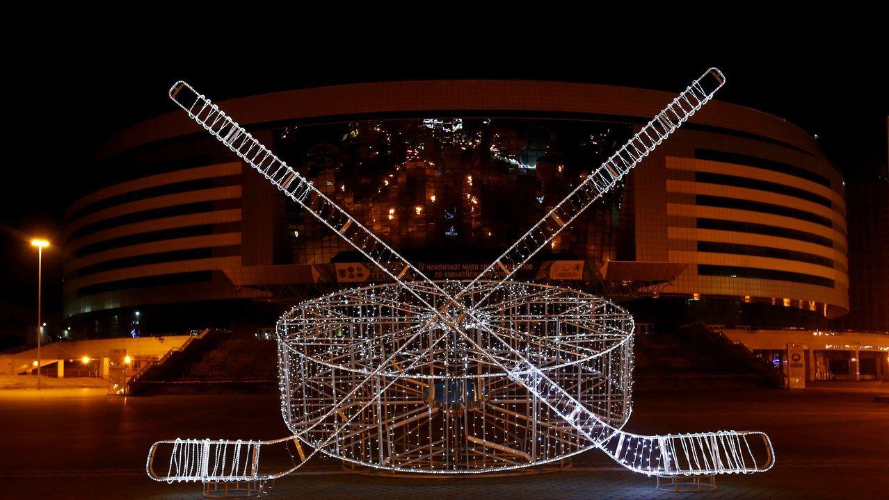 Vista general del Minsk Arena, en Bielorrusia, durante el apagado de luces