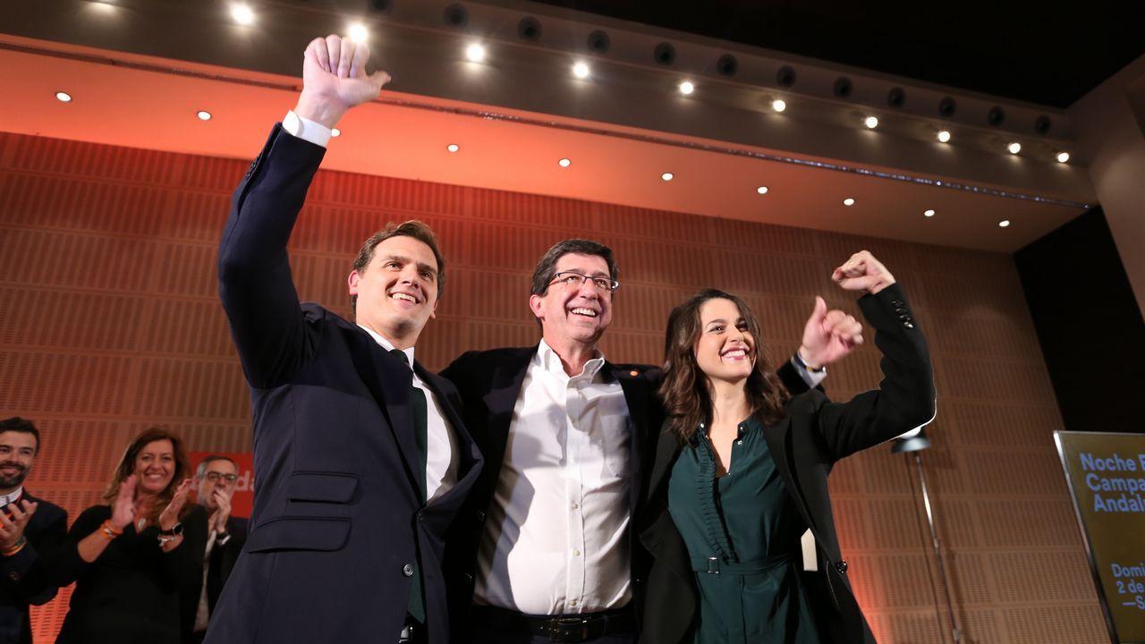El PP y Ciudadanos presentan sus candidaturas mientras Susana Díaz pide frenar a la ultraderecha.El presidente de Ciudadanos, Albert Rivera (d), y el vicepresidente del Congreso y portavoz de Ciudadanos Asturias, Ignacio Prendes (i)