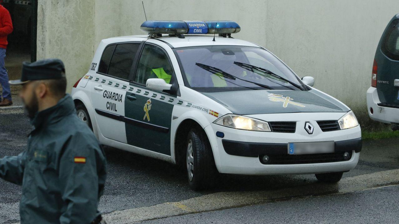 Multitudinaria Festa da Merenda en Frades.Imagen de un control de la Guardia Civil en la autopista entre A Coruña y Carballo