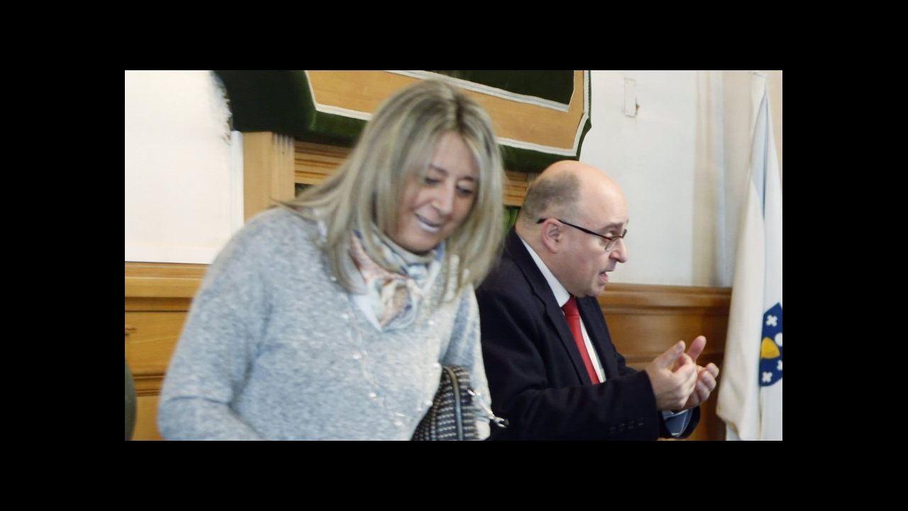 Así actuaban los asaltantes de joyerías detenidos en Santiago.Alcaldes de Oroso, Manuel Mirás (PSOE), y de Ordes, José Luis Martíñez (PP)