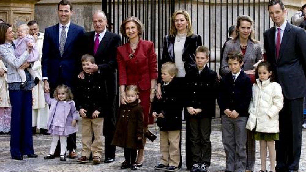 Año 2008: Los Reyes y todos sus nietos, los Príncipes de Asturias, los Duques de Palma y la infanta Elena han asistido a la misa del Domingo de Resurrección en la Catedral de Mallorca. Sería la última vez