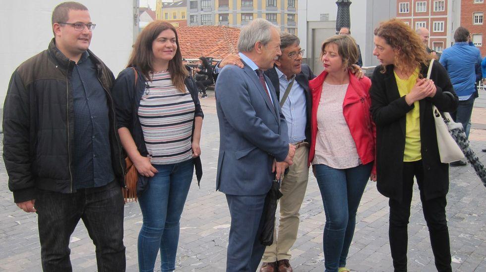 Martes de Campo.Miembros del PSOE,  Somos e IU de Oviedo