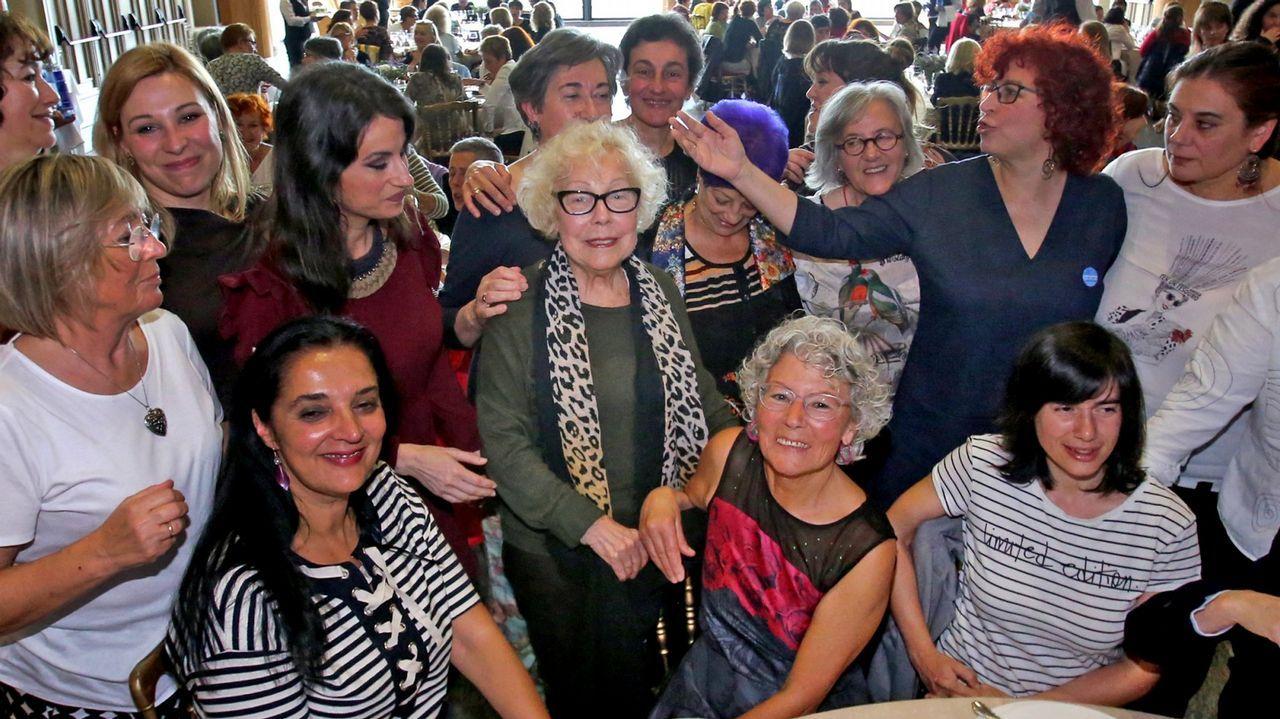 Feministas de toda Andalucía se concentran ante el parlamento andaluz.Colectivos feministas asturianos presentan el manifiesto contra Vox