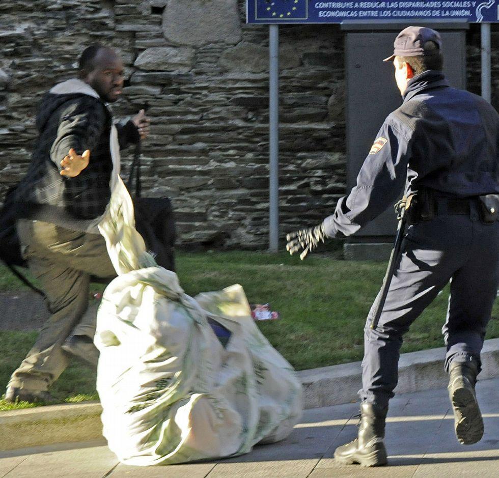 Los manteros fueron perseguidos en Lugo por la policía.