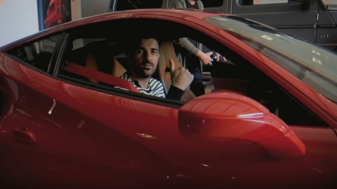 Así fue el paseo de David Villa en un Ferrari