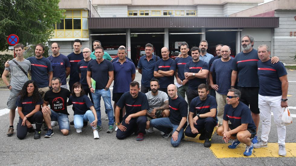 Corriendo después del verano.La llegada a meta de Alessandro de Machi, ganador de la etapa de La Vuelta, en Luíntra (Nogueira de Ramuín)
