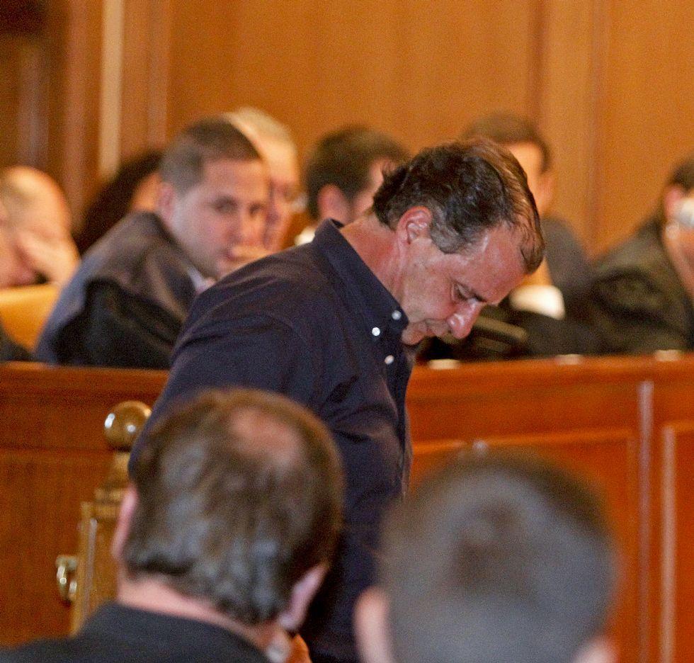 .La veintena de acusados regresaron ayer a la Audiencia.
