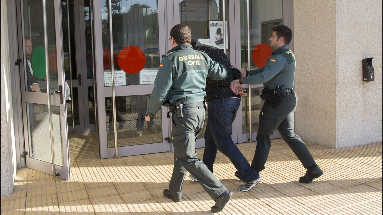 Pérez es agente en la comisaría de A Coruña