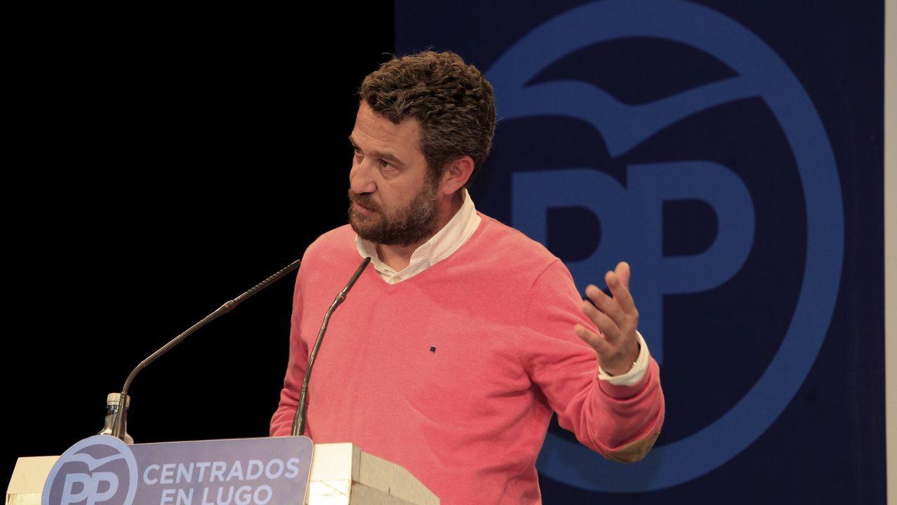 Cuatro detenciones por los vertidos de hidrocarburos en el río Acevedo.Turull junto a Junqueras y Puigdemont