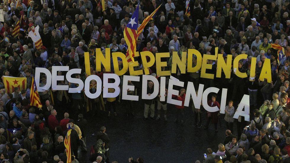 .Concentración ante el ayuntamiento de Barcelona tras la declaración de los imputados el pasado martes