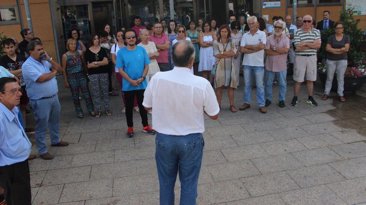 .Concentración en repulsa por los atentados de Barcelona en O Barco de Valdeorras