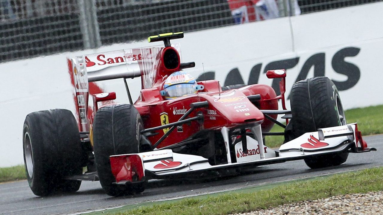 .El Ferrari de Alonso durante un gran premio de Australia