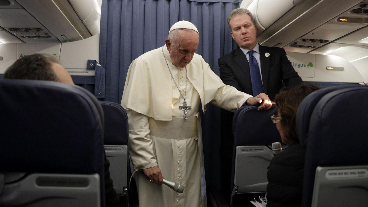 El papa durante la rueda de prensa que dio en el vuelo de vuelta a Roma desde Irlanda