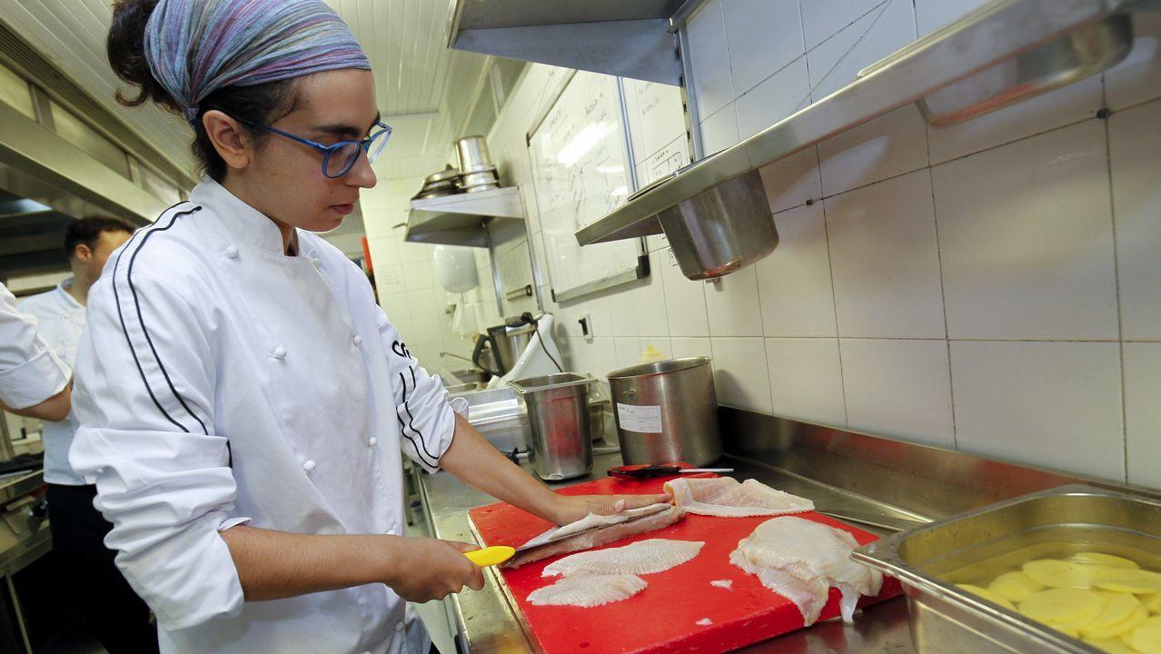 Muchos de los alumnos que llegan al CSGH no han fileteado ni desespinado nunca pescado