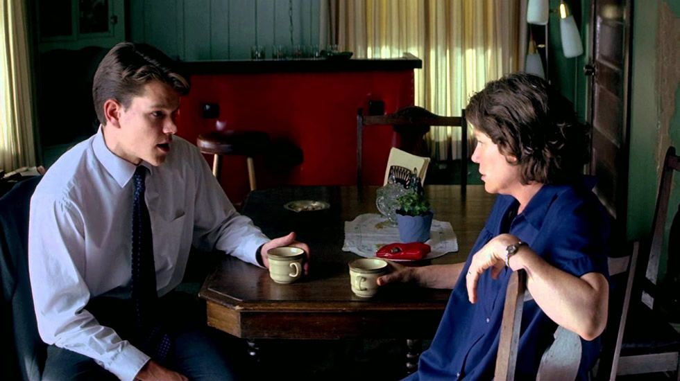 «Legítima defensa» es una impresionante película judicial. Con ella el director cerró su década menos productiva. Su cine volvió a dejar llenas las cajas registradoras de los cines. Estrenada en 1997, basada en la novela de John Grisham y protagonizada por Matt Damon, destapa los abusos de las compañías de seguros de salud en Estados Unidos.