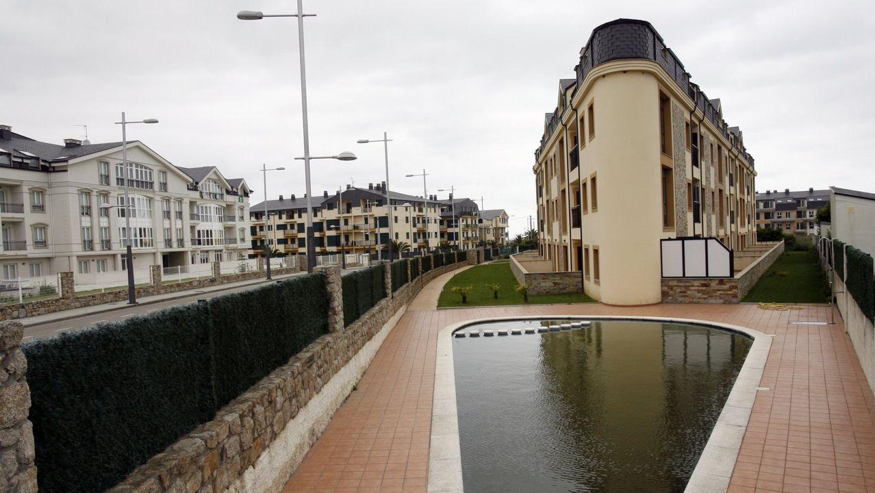 Una de las urbanizaciones sin habitar en el municipio lucense de Barreiros